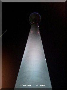 Düsseldorf Rheinturm bei Nacht
