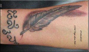 Feder Tattoo wie es beim erstem mal stechen aussah 07.02.2013